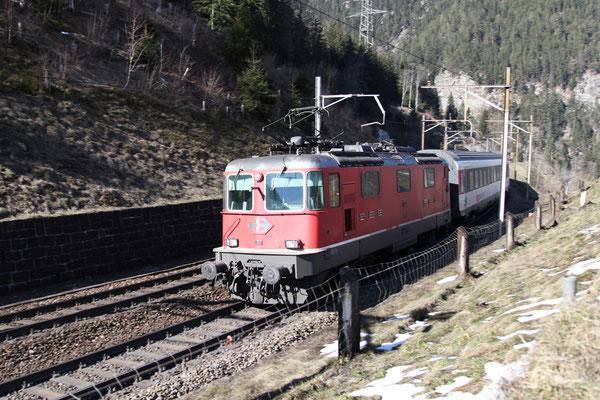 Re 4/4, 11135, Wassen (09.03.2014) ©pannerrail.com