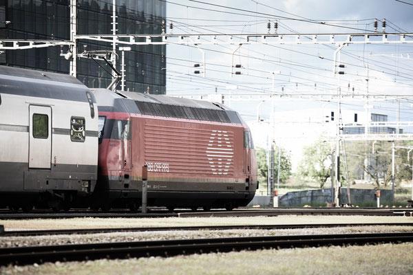 "Re 460 016-9 ""Rohrdorferberg Reusstal"" , Rotkreuz, 12.05.2013 (©pannerrail.com)"