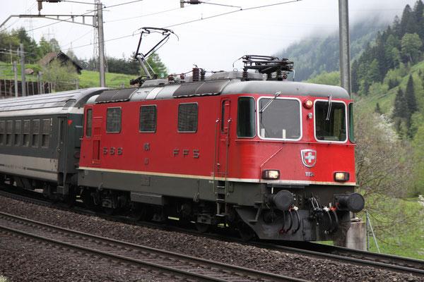 Re 4/4, 11194, Wassen (11.05.2013) ©pannerrail.com