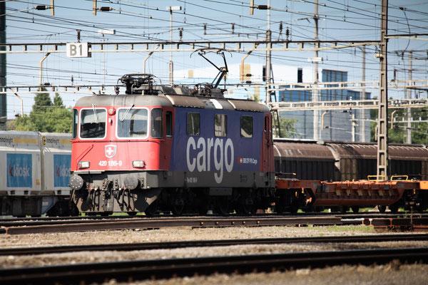 Re 4/4, 11186 (420 186-9 Cargo), Rotkreuz (12.07.2013) ©pannerrail.com