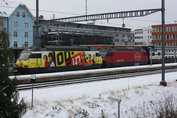"Re 460 053-2 ""Login"", Baar, 05.12.2010 (©pannerrail.com)"