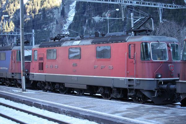 Re 4/4, 11355, Wassen (17.12.2013) ©pannerrail.com