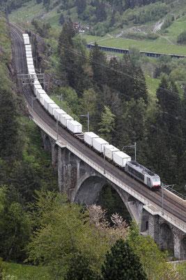 """Railcare BR 186 """"Flash Fire"""", Wassen (26.05.2013) ©pannerrail.com"""