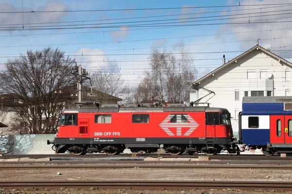Re 4/4, 11209 (420 209-9 LION), Rotkreuz (22.02.2014) ©pannerrail.com