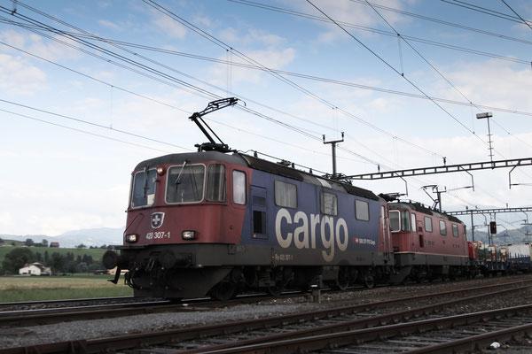 Re 4/4, 11307 (420 307-1 Cargo), Oberrüti (05.07.2013) ©pannerrail.com