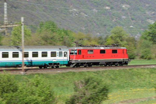 Re 4/4, 11193, Biasca (17.04.2012) ©pannerrail.com