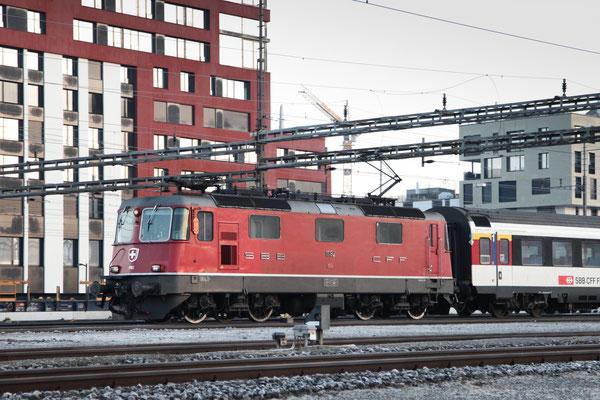 Re 4/4, 11192, Rotkreuz (09.12.2013) ©pannerrail.com