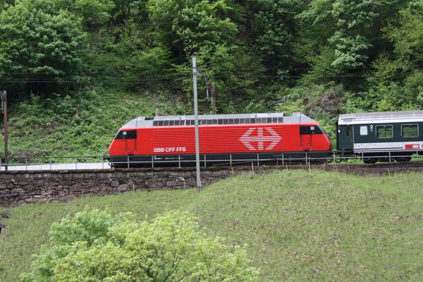 """Re 460 105-0 """"Fürstenland"""", Gurtnellen, 07.05.2011 (©pannerrail.com)"""