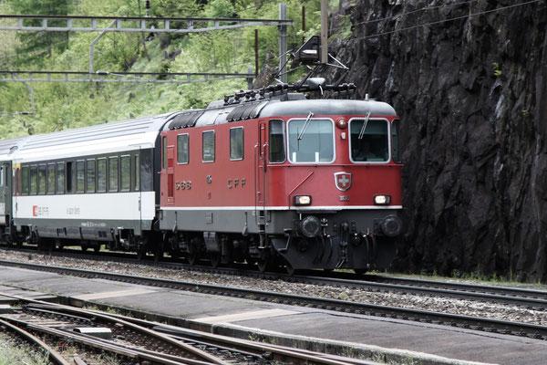 Re 4/4, 11135, Wassen (14.05.2013) ©pannerrail.com