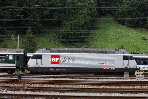 "Re 460 100-1 ""Schweizer Fernsehen"" (Loktaufname: ""Tösstal""), Ziegelbrücke, 04.08.2010 (©pannerrail.com)"