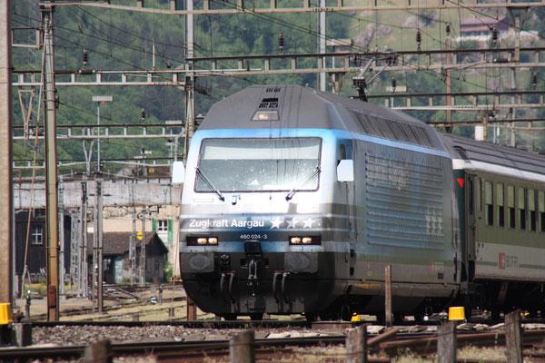 """Re 460 024-3 """"Zugkraft Aargau"""", Erstfeld, 07.05.2011 (©pannerrail.com)"""