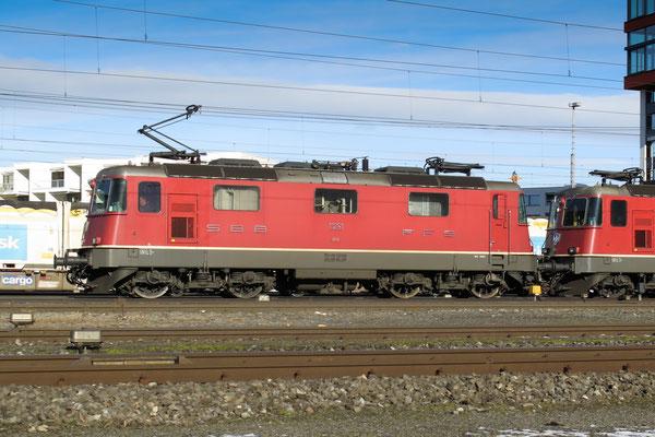 Re 4/4, 11261, Rotkreuz (07.12.2013) ©pannerrail.com