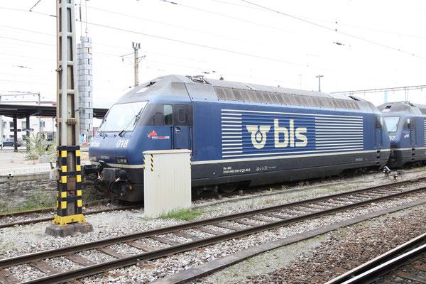 """BLS Re 465 018-0, """"Brienzer Rothorn"""", Landquart (23.10.2012) ©pannerrail.com"""