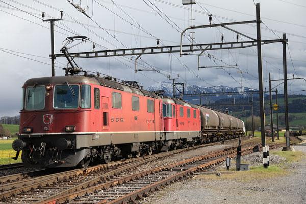 Re 4/4, 11357, Oberrüti (24.04.2012) ©pannerrail.com