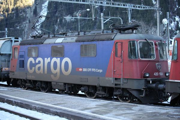 Re 4/4, 11160 (420 160-4 Cargo), Göschenen (17.12.2013) ©pannerrail.com