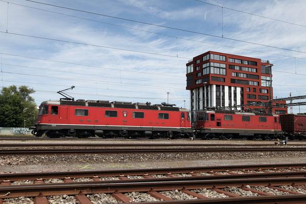 """Re 6/6 11668 (Re 620) """"Stein-Säckingen"""", Rotkreuz (21.06.2014) ©pannerrail.com"""