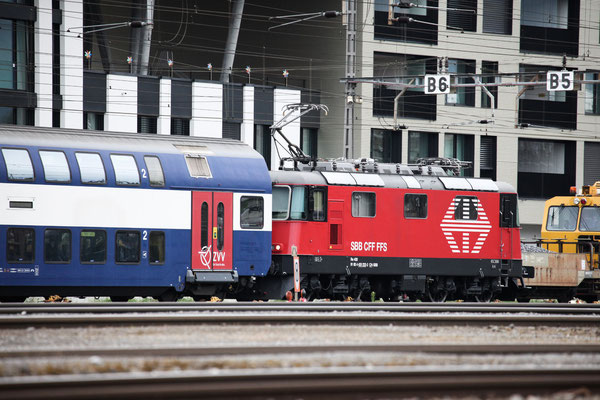 Re 4/4, 11222 (420 222-2 LION), Rotkreuz (08.08.2013) ©pannerrail.com