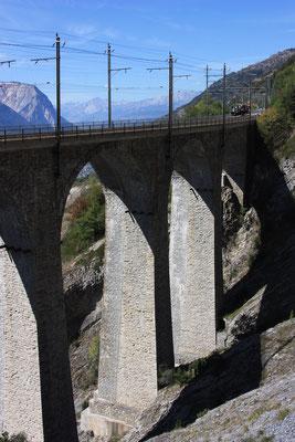 "BLS Wanderweg ""Lötschberger"" - Luogelkin-Viadukt Brückenpfeiler"