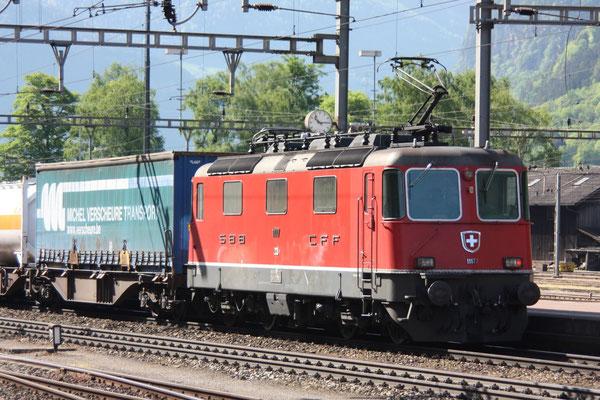 Re 4/4, 11177, im Schiebedienst, Erstfeld (07.05.2011) ©pannerrail.com