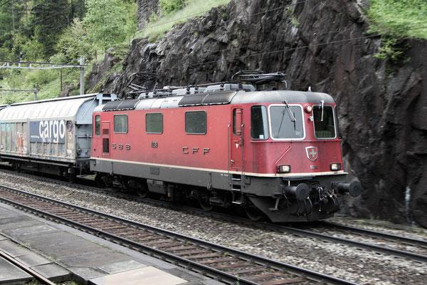Re 4/4, 11298, Wassen (24.05.2013) ©pannerrail.com