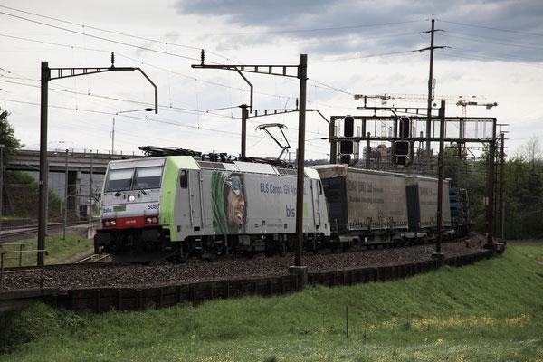 BLS Re 486 508, Rotkreuz (30.04.2012) ©pannerrail.com