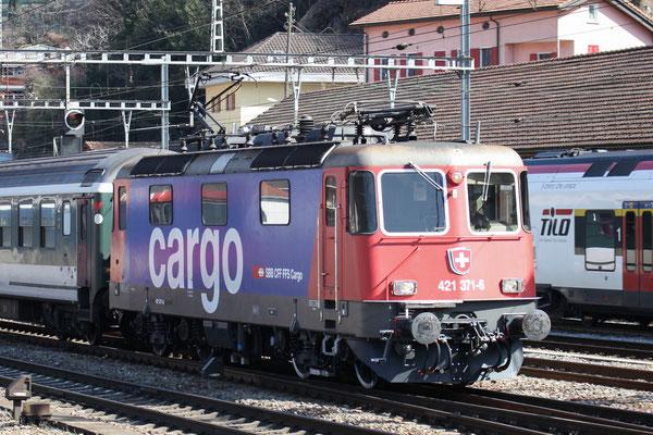 Re 4/4, 11371 (421 371-6 Cargo), Bellinzona (12.03.2014) ©pannerrail.com