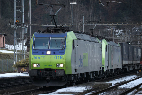 BLS Re 485 018-6, Amsteg-Silenen (17.12.2013) ©pannerrail.com