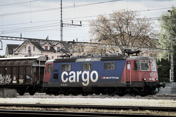 Re 4/4, 11307 (420 307-1 Cargo), Rotkreuz (12.05.2013) ©pannerrail.com
