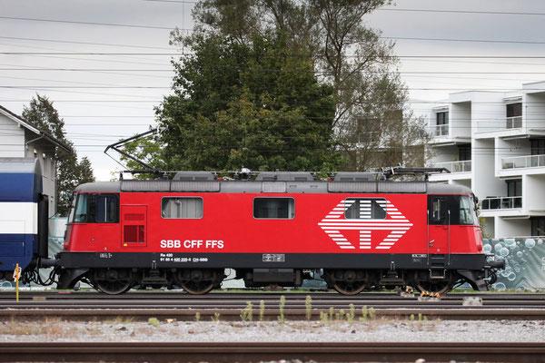 Re 4/4, 11225 (420 225-5 LION), Rotkreuz (20.09.2013) ©pannerrail.com
