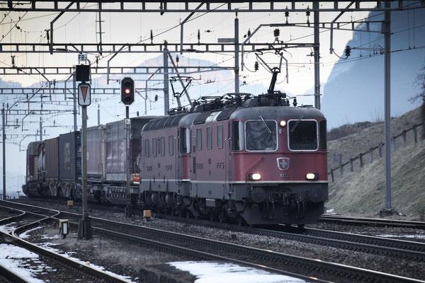 Re 4/4, 11332, Amsteg-Silenen (17.12.2013) ©pannerrail.com