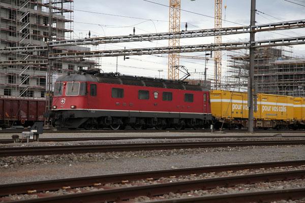 """Re 6/6 11637 """"Sonceboz-Sombeval"""", Rotkreuz (30.04.2012) ©pannerrail.com"""