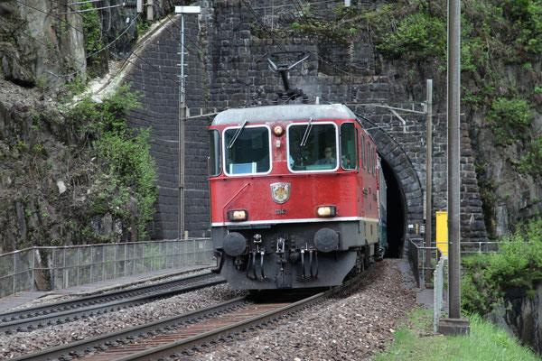 Re 4/4, 11143, Wassen (11.05.2013) ©pannerrail.com