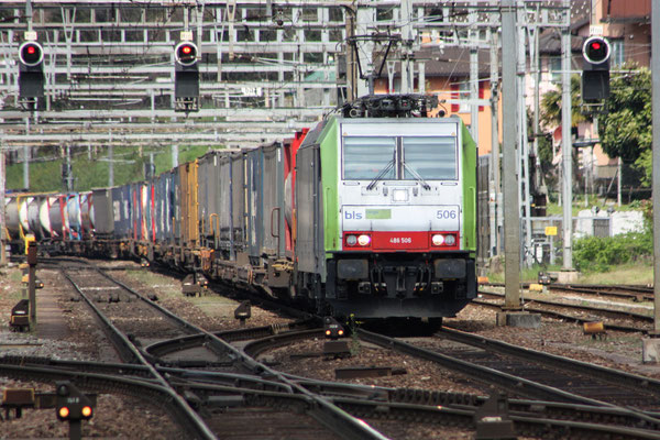 BLS Re 486 506, Bellinzona (19.04.2010) ©pannerrail.com