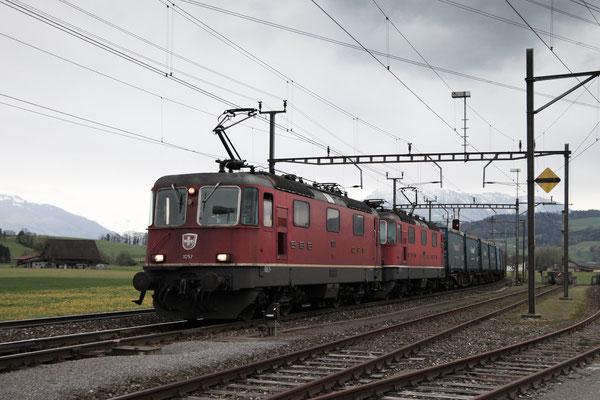 Re 4/4, 11257, Oberrüti (23.04.2013) ©pannerrail.com