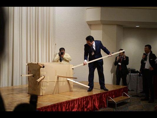 Mr. Yasuhiro Odanaka pierces the box with lumber