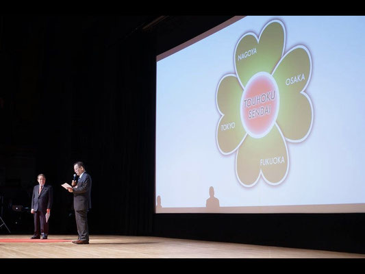 IIntroduction of Mr. Masahiro Kuwata from Mr. Makoto Yamamoto from the flow of the opening ceremony of the lecture