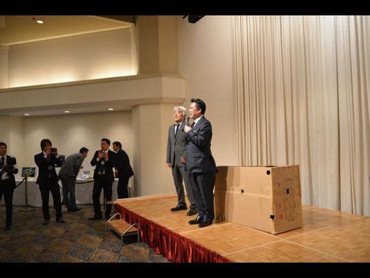 Stage magic of Mr. Yasuhiro Odanaka and Mr. Takashi Takizawa