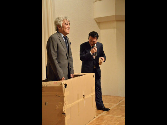 Mr. Takashi Takizawa in a suit goes into the box