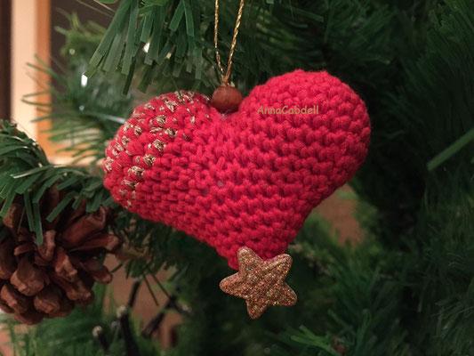 Corazones adornados para árbol de Navidad.