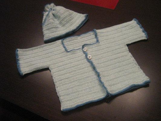 Conjunto de gorro y chaqueta de ganchillo con PETRA de DMC.