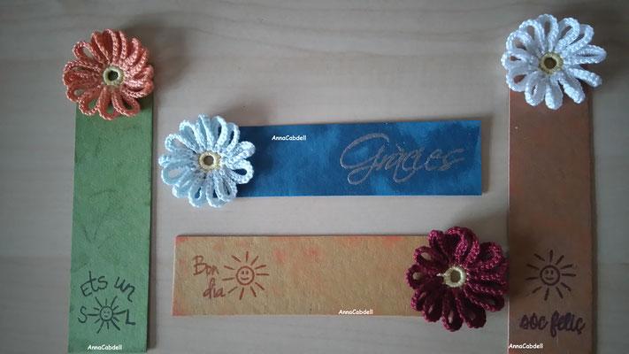 Puntos de libro con flor con variados mensajes.