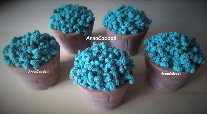 Flores de rizos azul turquesa.
