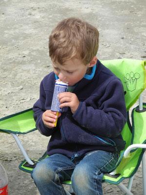 Ole hat natürlich auch Eis vom mobilen Verkaufswagen gegessen.