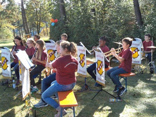 Auftritt unserer Jugendkapelle beim Jubiläum des Riedenburger Schullandheims; Foto: S. Köbler