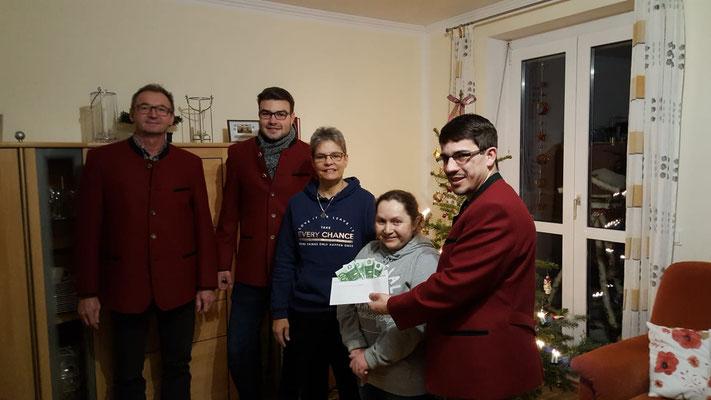 Spendenübergabe des Erlöses unseres Weihnachtskonzerts - Foto: B. Aschenbrenner