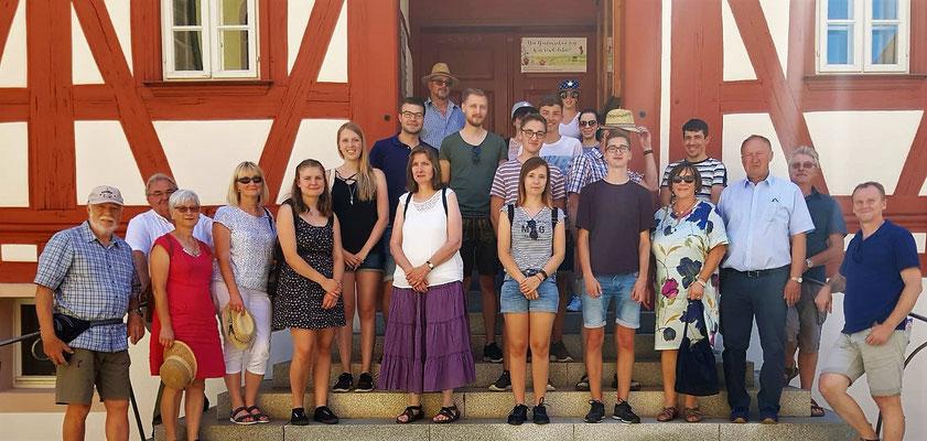 Gruppenbild des Vereinsausflugs nach Wolframs-Eschenbach; Foto: F. Aschenbrenner