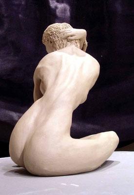 sitzende Skulptur 1 - Porzellanton