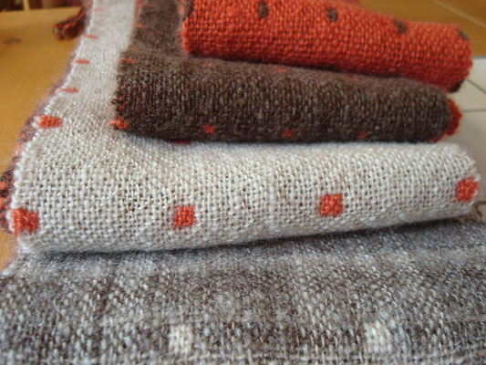 二重織ネックウェア・手紡ぎ糸×リネン糸、カラード原毛、インド茜