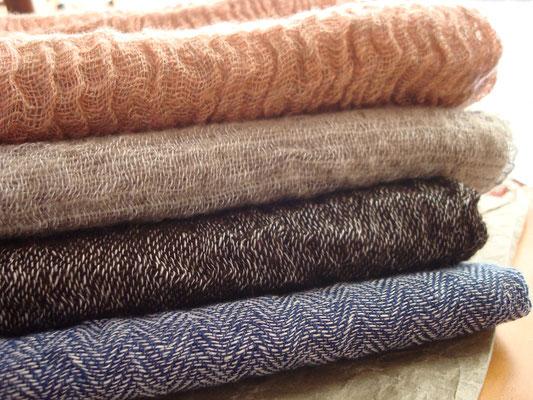 手紡ぎ強撚糸ネックウェア・カラード原毛、リネン糸、西洋アカネ他