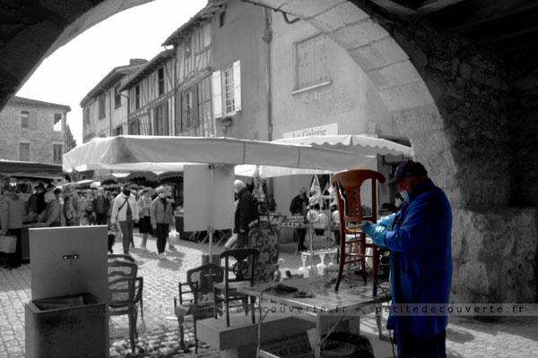 marché d'Eymet visiter la Dordogne